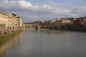 アルノ川 下流からTrinita橋、ヴェッキオ橋を見る